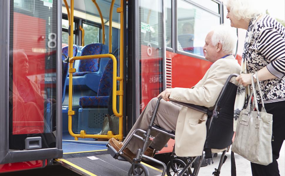 Viajar en autobús en silla de ruedas. Galquiler